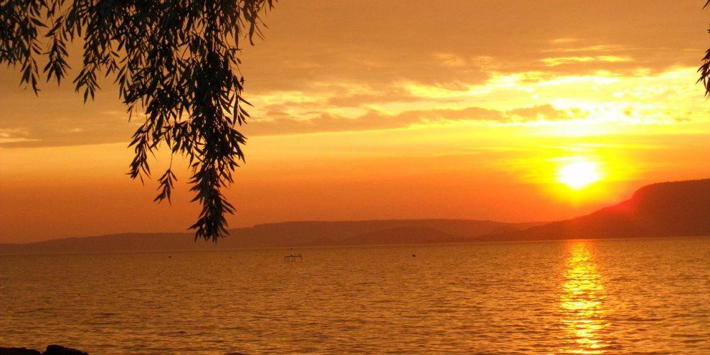 Vacker strand , solnedgång i Afrika