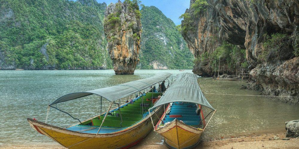 Solig dag på båten i Thailand