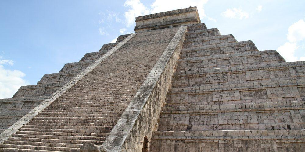 Solig Pyramid i Mexiko under dagen